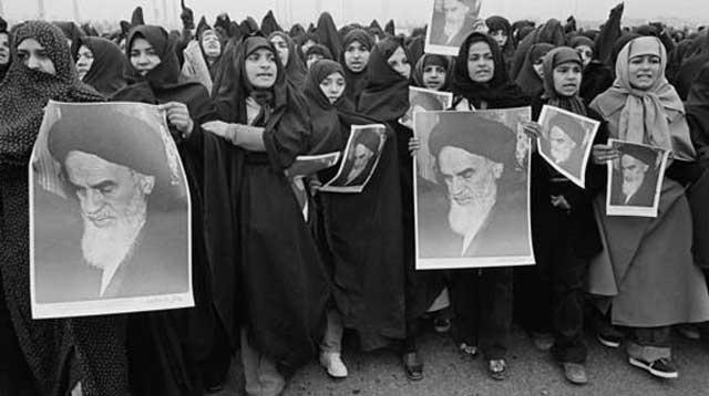 زنان ایرانی بزرگترین سهم و یا می توان گفت بزرگترین خیانت را در برپایی این رژیم و مشروعیت دادن بدان در این ۳۵ ساله داشته اند. بی تردید اگر زنان در انتخابات این رژیم شرکت نمی کردند، رژیم هرگز نمی توانست دوام بیاورد و ان چینن به جنایت و غارتگری پردازد.