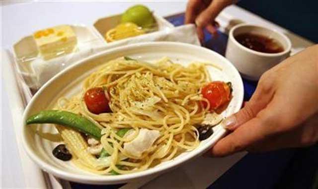 بی تردید خوردن غذاهایی چون ماکارونی به مقدار زیاد موجب از بین رفتن هورمون شادی در مغز می شود.