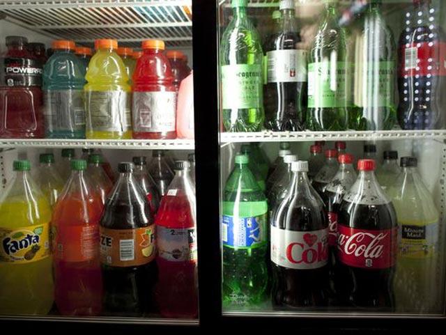 نوشیدنی هایی که پر از شکر است و ما همه روزه بی پروا و ندانسته آنها را مانند آب می نوشیم و به تندرستی و سلامت خود آسیب می رسانیم.