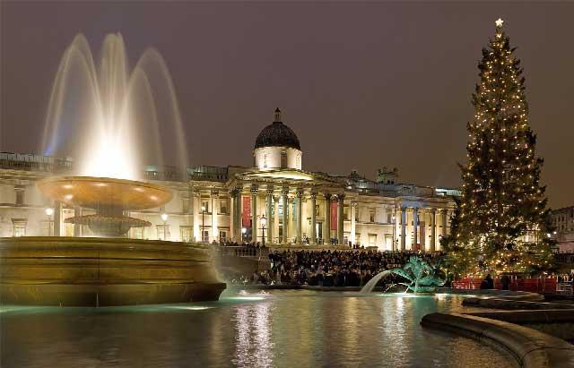 صحنه ای از چراغانی میدان ترافالکار لندن