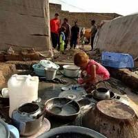 (فقر در خوزستان بیداد می کند. اینها 35 سال پس از خمینی زندگی می کنند. خوزستانی که قرار بود مروارید خاور میانه باشد با انقلاب ، سالها به عقب رفت و یا درجازد.)