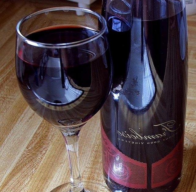 یک یا دو گیلاس شراب سرخ در روز می تواند روی بدن اثر بسیار خوبی داشته باشد.