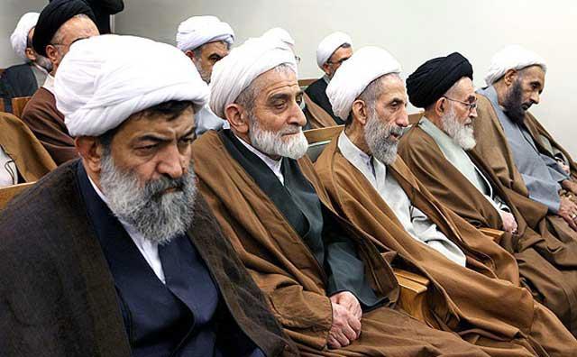 تا این چهره های زشت و نازیبا، و افراد بی سواد و خرافاتی سر کارند، باید انتظار داست که افرادی چون ظریف هم بخواهند برای بقای رژیم این آخوندها جزایر ما را حاتم بخشی کنند و به اعراب دهند. بی تردید چنانچه روزی رژیم چنین خیانتی را به ملت و کشور نمود، این آخوندهای تفاله از دست مردم جان به در نخواهند برد.