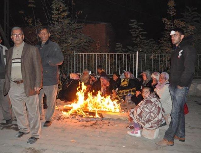 اینها گروهی از هم میهنان سرگردان و پناهنده در ترکیه است. خانواده هایی که از شر وجود نحس آخوند به کشور بی در و تخته ای مانند ترکیه پناهنده شدند.