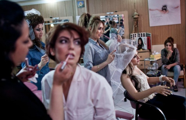 iranian-women-in-a-beauty-and-hair-salon