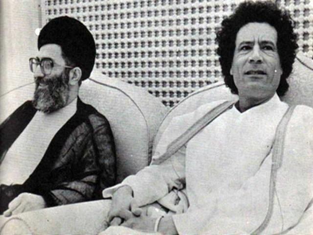در این تصویر دو جنایتکار، دو غارتگر، دو هیولا و دو ناانسان ضد بشر در کنار هم و با هم دیده می شوند. گویا آدم کشان و دیکتاتورها بیشتر از معاشرت با یکدیگر لذت می برند.