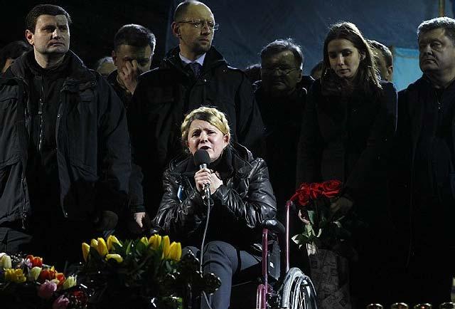 (رهبر حزب میهن آزاد شد . این صحنه ای است که او با حکم پارلمان آزاد شد و در میان هواداران سخنرانی کرد)