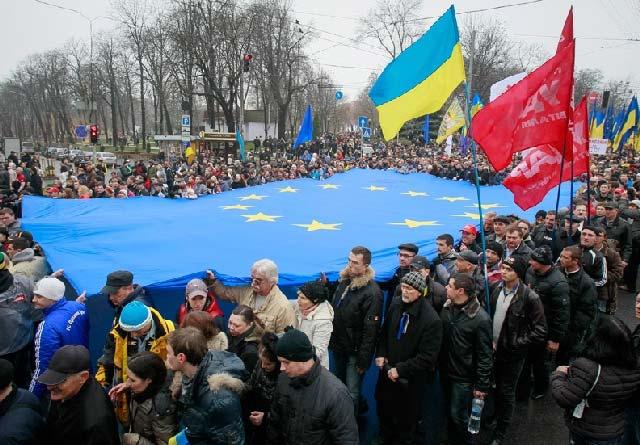 (مردم اوکراین خواستار اتحاد با اروپا هستند)