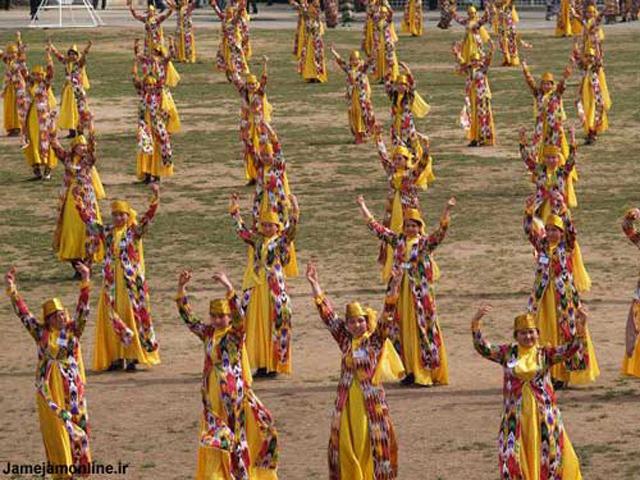 جشن بزرگ چهارشنبه سوری در تاجیکستان. کشوری که از زیر یوغ روسیه جهانخوار و جنایتکار به در آمد و جشن های و آیین های باستانی خود را به بهترین روش انجام می دهد در حالی که کشور آخوند زده و مصیبت دیده ما نوکری روسیه جنایتکار را پذیرا شده است.