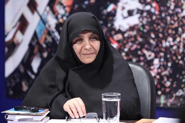 اینهم فاطمه آلیا خاله زنکی که خامنه ای جنایتکار را پیشوای زنان ایران می دهد. امثال این زن بی صفت و فرومایه برای نفع شخصی و ساختن خانه خود، خانه همه زنان ایران را ویران کرادند. نفرین بر این خیانت کاران باد.