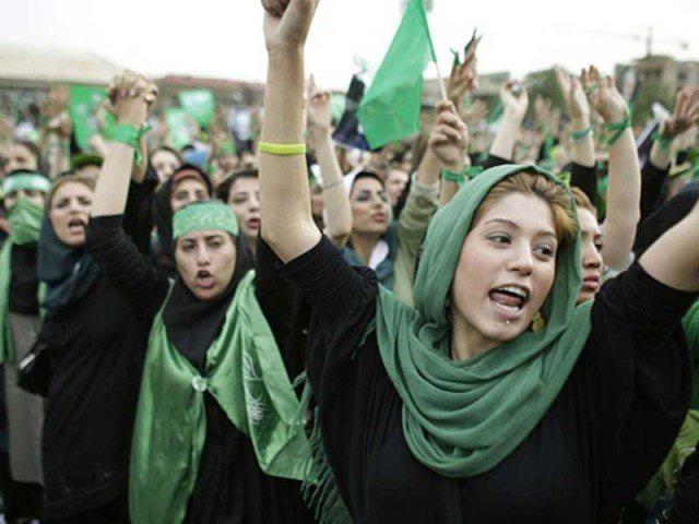جنبش زنان در ایران، و ایستادگی اشان در برابر ظلم و زن ستیزی رژیم مایه افتخار و مباهات است. ما در راه آزادی زنان از هیچ کوشسی فروگزار نیستیم.