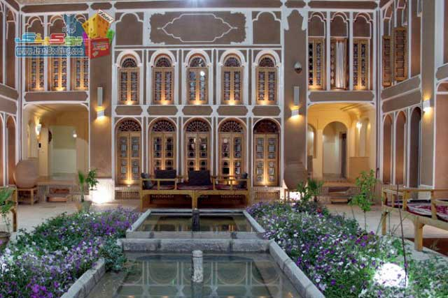 هتل مهر یکی از شمار زیادی هتل هایی که به سبک سنتی و برابر استاندارد تاریخ کهن یزد بنا و آماده شده. این هتل ها با بافت جغرافیایی و اقلیمی شهرستان یزد همخوانی دارد.     .  ...
