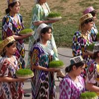 مردم تاجیکستان به ویژه بدخشانیان تاجیک در ایام عید نوروز خانه را به اصطلاح پاک کرده و خانه تکانی میکنند. جشن نوروز برای مردم تاجیکستان به عنوان رمز دوستی و زنده شدن کل موجودات است و به نام خیدیر ایام یعنی جشن بزرگ معروف است.