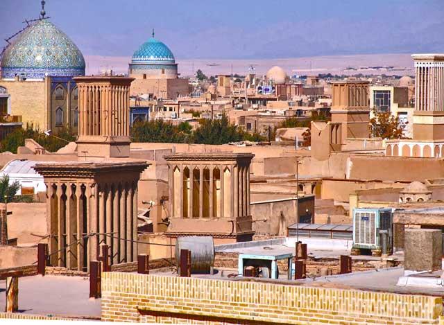 منظره ای زیبا و با شکوه از شهر ییزد که در دل کویر با همت و کوشش والای مردم زحمتکش آن دیار از سه هزار سال پیش ساخته شده است.