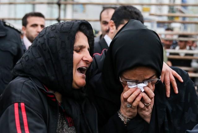 مادر مقتول و مادر قاتل، در آغوش هم زار زار گریه می کنند، آیا مادر مقتول سمبل بخشندگی و بزرگواری نیست؟