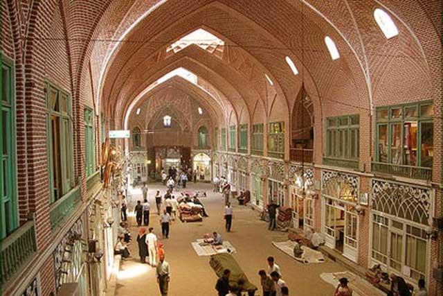 بازار تبریز، یک شاهکار دیدنی و تماشایی که هربیننده را تهت تأثیر خود قرار می دهد و برای جهانیان بسیار ارزنده و کم نظیر است.