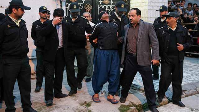 بلال برای اجرای حکم اعدام آورده میشود