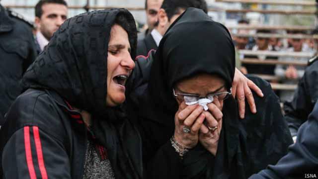 مادر بلال و مادر عبدالله یکدیگر را در آغوش میگیرند