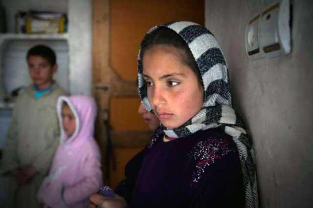 دختر ۸ ساله ای که در کابل به قاچاقچیان فروخته شد. از وقتی طالبان در افغانستان سایه افکنده، فروش دختران و زنان رواج و رونق بسیار بالایی پیدا کرده است.