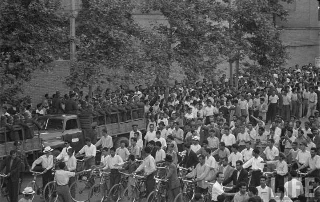 تظاهرات کارگران مرد در روز اول ماه مه در تهران در دوران گذشته