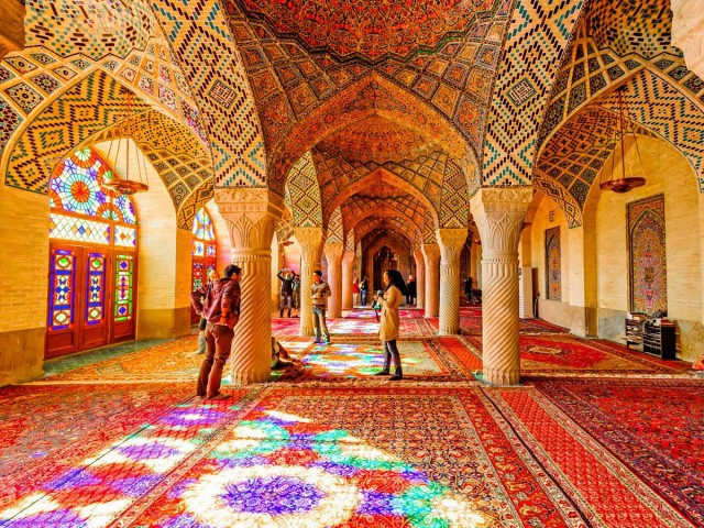 این  مسجد بسیار با شکوه  که یکی از شاهکارهای معماری است، به دستور میرزا حسن علی خان ملقب به نصیرالملک که از اعیان و اشراف شیراز بوده ساخته شده. معماری آن کار محمد حسن معمار بوده است. مدت ساخت آن حدود ۱۲ سال و از سال ۱۲۵۵ تا ۱۲۶۷ خورشیدی به طول انجامیده است.