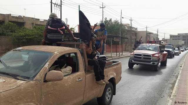 گروه آدم کش داعش در اتومبیل های غراضه و با ریختی و ظاهری  وحشتناک به سوی تصرف موصل در حرکتند. جایی که دست به غارت و چپاول مال  و کشتار بیشتر مردم پرداختند.