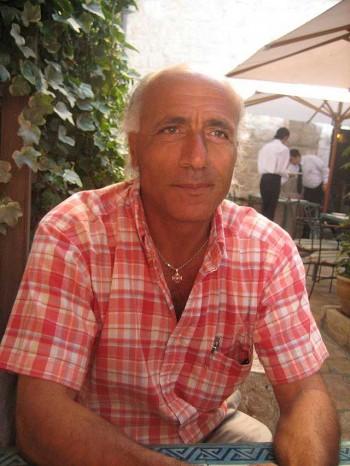 (موردخای وانونو یک دانشمند هسته ای جوان اسرائیلی بود که در 1983 تیتر خبر ساندی تایمز شد.او فاش کرد اسرائیل تعداد بالایی کلاهک هسته ای در حد قدرت بریتانیا دارد و قادر به ایجاد جنگ هسته ای است. او را در ایتالیا دزدیند و در اسرائیل به 18 سال زندان محکوم نمودند. البته شکی نیست که اگر در ایران بود همان موقع ترور می شد و به محاکمه و زندان نمی رسید!)