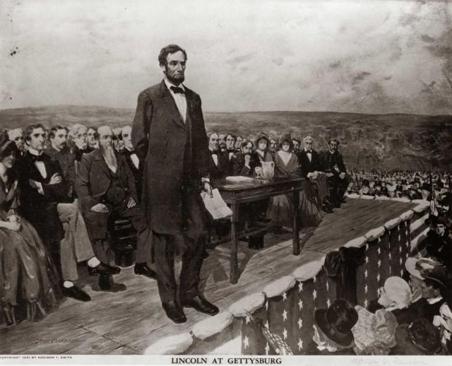 آبراهام لینکلن پیک آزادی و دموکراسی آمریکا ۱۵۰ سال پیش به مناسبت دست آوردهای آزادی بخش نیروی نظامی آمریکا را در مراسمی به مردم یادآور می شود.