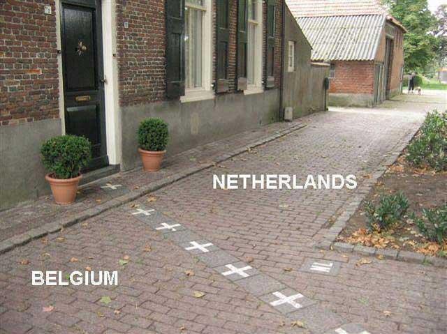 (این نشانه های سپید،مرز بلژیک و هلند است. براستی راه حل سیاسی امروز خاورمیانه جدایی و کشیدن سیم خاردار میان همسایگان و اقوام نیست)