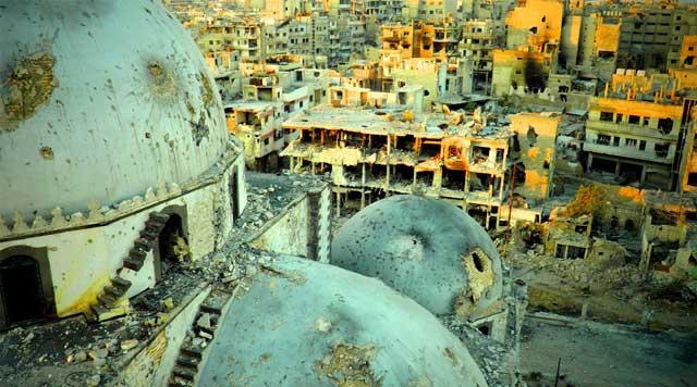 مسجد و شهر ویران شده در سوریه به وسیله گروههای افراطی مذهبی و رژیم هم رزم ولایت فقیه. بازهم می بینیم که کار مسلمانان تخریب و ویران کردن است. همانگونه که شهر بزرگ و تاریخی تیسفون را تازیان به آتش کشیدند و ویران کردند.