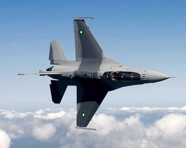 (300 فروند اف-16 که هرگز به ایران نرسید. هرچند که با وقوع انقلاب شوم تعداد خلبانان و استادان کافی هم برای آموزش پروازی این تعداد بالا هواپیما را نداشتیم. در واقع ما بازی خودیم و خمینی همه ی ما را مات کرد!)