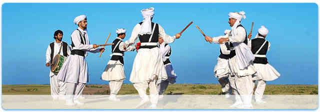 فرتور رقص زیبای مردان بلوچ را نشان می دهد؛ ایران از اقوام گوناگونی تشکیل شده و در یک ایران سکولار دموکرات، تمامی این اقوام از حقوق مساوی برخودار خواهند بود.