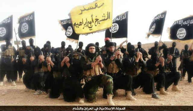 اینها سربازان خلیفه اسلامی داعش هستند که می خواهند منطقه عراق و سوریه را به دوران پیامبر اسلام برسانند و همان قوانین جنایتکارانه اسلام را که ۱۴۰۰ سال پیش در عربستان پایه گذاری شد در جهان پیاده کنند.