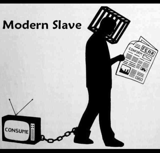 چگونه می توان از چنگال سنت، بی خردی و تقلید رهایی یافت؟ با تفکر آزادانه و بدور از تعصب! با دوری از تلویزیون و رسانه های دولتی که برای پر کردن ذهن مخاطبان شان با دروغ و چرندیات، پول می گیرند! با آزادانه زیستن و تحقیق کردن!