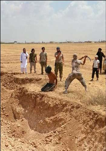 حکم اعدام با شمشیر که در عربستان سعودی رایج است برای نخستین بار مورد استفاده تروریستهای داعش قرار گرفت. اینگونه جنایت ها همانگونه است که علی ابن ابیطالب و دیگر جلادان اسلام همه روزه به دستور محمدابن عبدالله انجام می دادند. ولی فقیه نیز در پس پرده و درون هزار هزار زندان های خود روز و شب به انجام این گونه جنایت ها می پردازد.