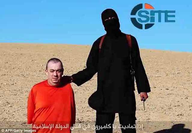 در این تصویر کشتار بیرحمانه آلن هنینگ Allen Henning ا ز منچستر را شاهد هستید. یک نمونه از صدها جنایات آدم خوران داعش در چند ماه گذشته.