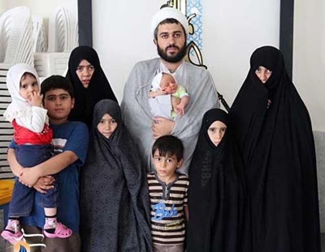 رژیم ننگین اسلامی زن را کارخانه تولید بچه می داند. عقل و خرد اخوندها هم در پایین تنه آنهاست. هر آخوند فکسنی و پیزری را که می بینید جز سکس کار دیگری ندارد و توله ها را پشت سر هم مانند بچه های خوک تولید می کند و جامعه را به لجن می کشد.