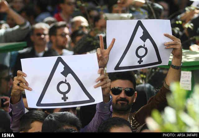 در تهران و اصفهان تظاهرات های گسترده ای صورت گرفت که با حمله نیروهای انتظامی مواجه شدند!