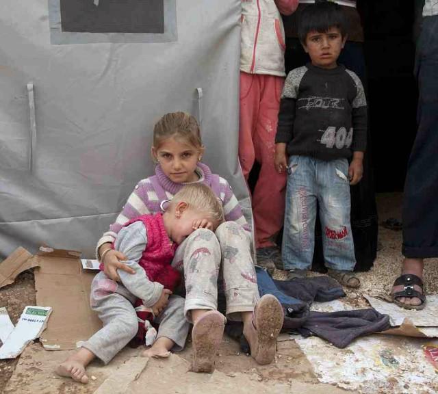 کودکانی که به سختی از دست داعش جان در بردند و خود را به شهر سوروک ترکیه رساندند هم اکنون نیز در وضع بسیار بد بهداشتی و درمانی به سر می برند.