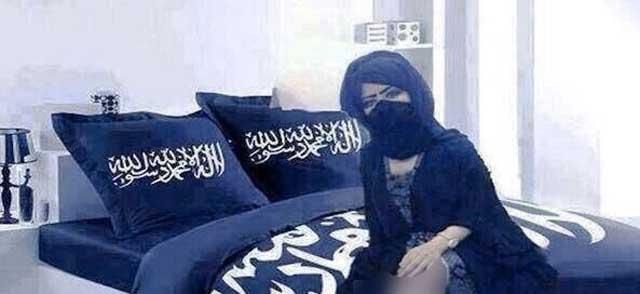 این دختران را در مساجد فریب می دهند و با شستشوی مغزی ایشان را به سوریه برای جهاد النکاح می فرستند. دختران هم گمان می برند که به سعادت رسیده اند و در راه اسلام مفید واقع شده اند. این است خاصیت اصلی مسجد و نماز جماعت در اروپا! (فرتور نمایشی است)