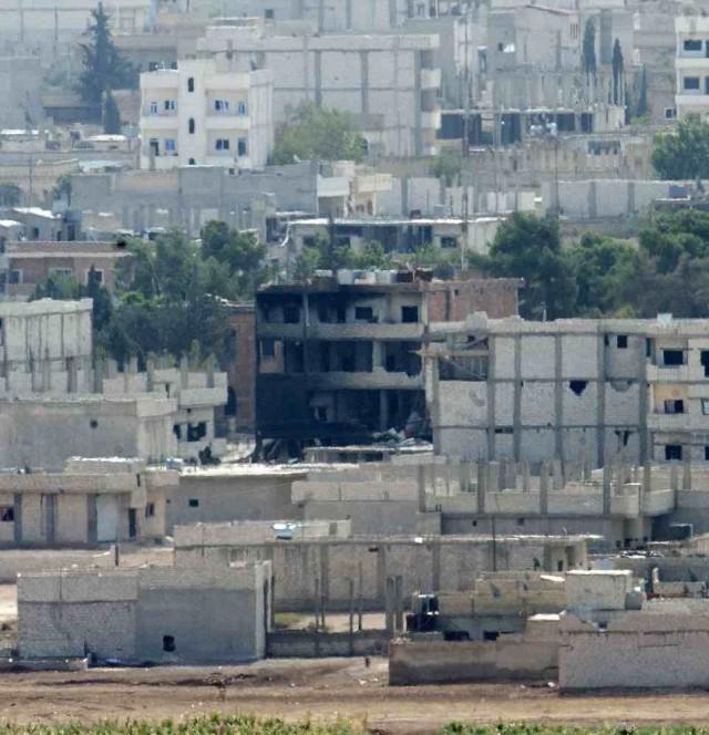 شهر ویران شده کوبان بر اثر حملات هوایی آمریکا و توپخانه های داعش.