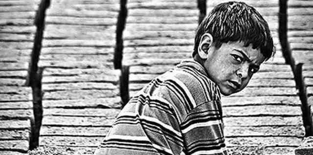 هر کودکی حق دارد که از دواران کودکی اش لذت ببرد اما متأسفانه تعدادی از کودکان مجبور به کار کردن می شوند، دویست و پنجاه میلیون کودک کار در دنیا وجود دارند؛ به خاطر فقر، والدین بی پول کودکان شان را مجبور به کار می کنند تا وضعیت اقتصادی خانواده را بهبود بخشند.  _سیروس پارسا _