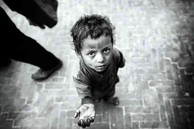 کودکان درمانده و بی پناه کار، با عقده های روانی رشد کرده و نفرتی عمیق از جامعه و مردمانش در قلب ایشان ریشه می دواند که بعدها در بزرگسالی شان، دلیل اصلی ارتکاب جرایم وحشتناکی به دست این کودکان بیگناه است. انسانیت حکم می کند که ما به کمک ایشان بشتابیم.  _ سیروس پارسا _