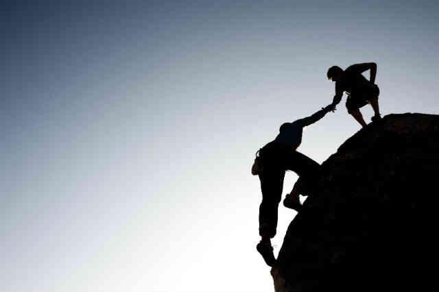 لفطن از کنار دوستان مجازی تان که از افسردگی رنج می برند و از خودکشی دم می زنند، بی تفاوت نگذرید.