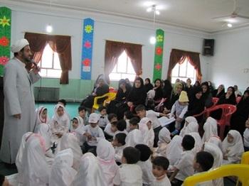 آموزش اجباری دین به کودکان ، پیش از آنکه به رشد عقلی و قدرت انتخاب برسند، یک کودک آزاری و تجاوز به حقوق ایشان است.