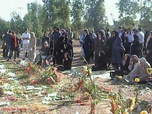 گورستان خاوران مرکز بزرگترین جنایت قرن اخیر رژیم ایرانی که ۴۴۸۴ جوان روشنفکر و میهن پرست  را در دل خود جای داده است.