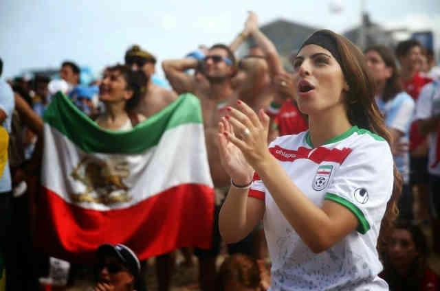 به راستی که بانوان میهن دوست ایرانی مایه افتخارند! امید است که به کمک چنین بانوانی، نسل آینده ایران ایران دوستی پیشه کند و از قماش شورشیان سال ۵۷ نباشد!