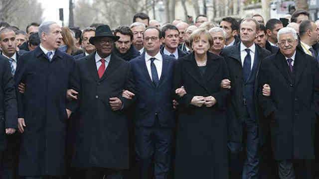 شمار زیادی از رهبران جهان برای پشتبانی و همدردی با ملت فرانسه به پاریس آمدند و در تظاهرات و راهپیمایی همگانی شرکت جستند.