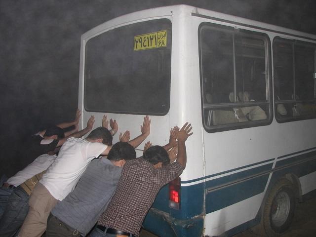 رای دادن در ایران مانند این تصویر است! پس از رأی راننده البته گازش را می گیرد و می رود ؛ دیگر نیازی به ما نیست تا چهار سال بعد! قبول دارید؟