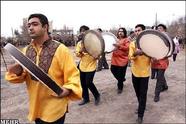 استان کرمان نیز کانون پرورش زردشتی های نیک سرشت بوده، و برگزاری جشن های ایرانی مانند جشن سده در این استان موجب مباهات و افتخار هر ایرانی میهن دوست است.